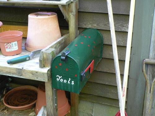 5/20/07  garden tool box